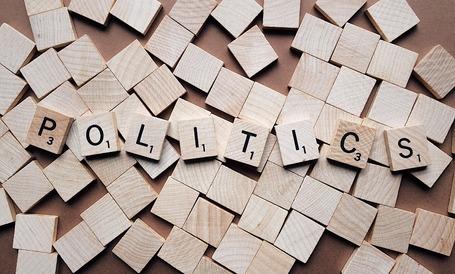 Medium politics 2361943 1920